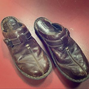 Born Brown leather clogs in good shape